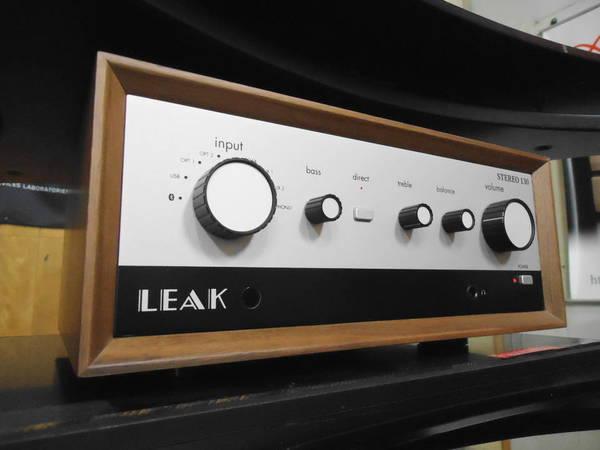 プリメインアンプ「LEAK STEREO 130」 試聴しています。