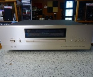 Accuphase  アキュフェーズ   SACDプレーヤー DP-550